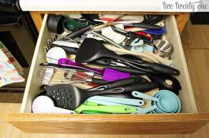kitchen-drawer-organizing